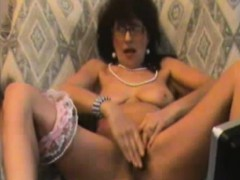 horny-mature-fingers-pussy