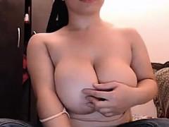 beautiful-perfect-huge-natural-titties-webcam