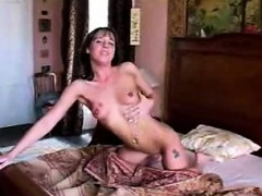euro-babe-toying-together-with-her-vagina-while-smoking