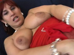 sexy-euro-cougar-hungry-for-a-good-sandee-from-1fuckdatecom
