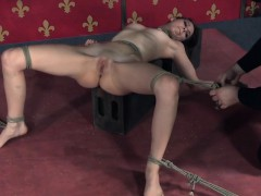 tied-sub-zoey-laine-tickled-by-maledom