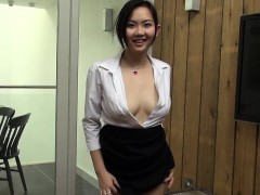 japanese-office-lady-masturbates