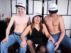 Scambisti Maturi - Mature Italian Newbie Has A Mmf Threesome