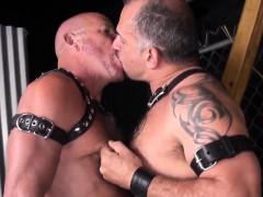 leather-fetish-bear-barebacks-chubby-mature
