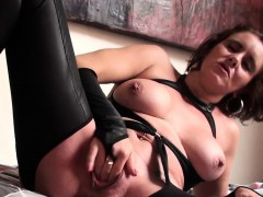 cunt-licked-british-mature-fingers-her-pussy