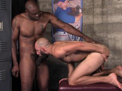 muscled-dude-cums-bbc