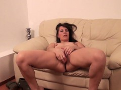 dilettant-mature-mumsy-and-her-toy-zora-from-1fuckdatecom