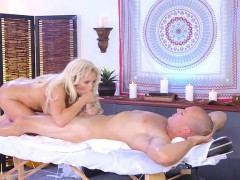 Curvy Massage Therapist Olivia Fox Rides Hung Client