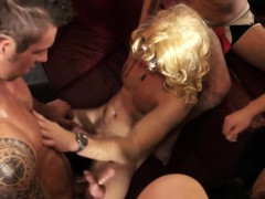 Ripped Euro Hunk Cocksucked At Party