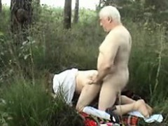 older-couple-outside-sex-wear-twee-vernetta-from-dates25com