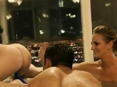 Pretty Women And Nasty Dudes Have Fun In The Bathtub
