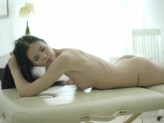 18-virgin-sex-big-surprise-for-a-naked-and-relaxed-client