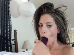 pretty-slender-camgirl-using-toys-on-webcam
