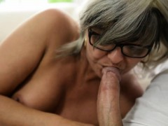 mature-granny-gets-oral