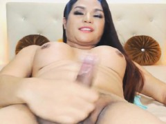 lovely-shemale-love-to-masturbate-on-cam