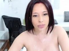 cute-milf-camwhore-squirting-her-vagina