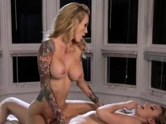 gorgeous lesbians adores scissor sex