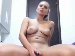 beauty-tattooed-co-ed-loves-masturbation-show
