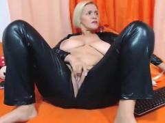 a-cute-milf-model-in-homemade-porn-show
