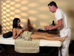 massage milf pussylicked by masseur WWW.ONSEXO.COM