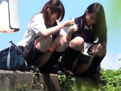 teen-asians-piss-outside