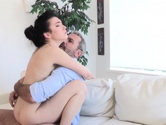 Smalltit Babe Dickriding And Deepthroating