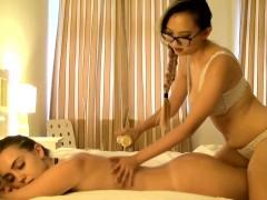 harriet-gives-zoe-doll-a-sensual-massage