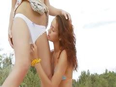 russian-cheerleaders-toying-on-the-beach