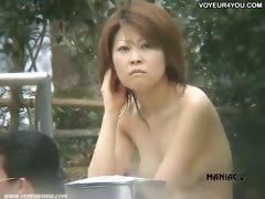 japanese-women-taking-a-bath