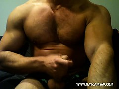 Horny Muscled Bear Jerking Off Live