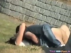 voyeur-tapes-teens-fucking-in-the-park