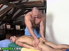 Amateur Twink Dick Sucked By Bear