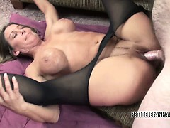 mature-slut-leeanna-heart-takes-some-dick-in-her-twat