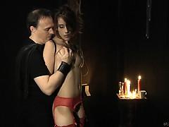 Порно девушка в леггинсах делает минет