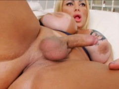Huge Boobs And Ass Tgril Pamela Falcao Wanks Her Meaty Dick