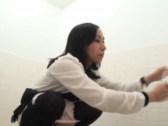 japanese-ho-pisses-on-cam