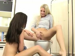 cayla-and-subil-arch-licking-cunt-for-tasty-piss