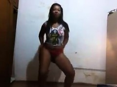 brazilian shaking her ass in a thong WWW.ONSEXO.COM