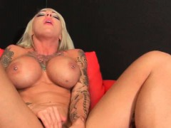 sexy-muscle-blonde-enjoying-glass-dildo
