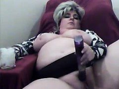 mature-and-horny-bbw-masturbates