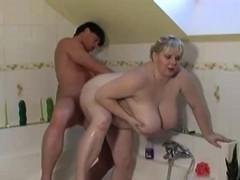 big-fat-girls-fucks-in-bathroom