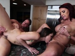 Babes Janet And Riley In Threesome Sex