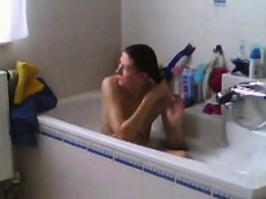 spied-my-mom-shaving-her-pussy-in-bath