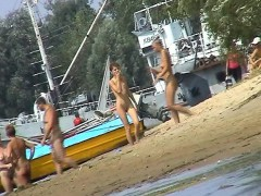 clothing-optional-beach-with-a-lot-of-ladies-running-around