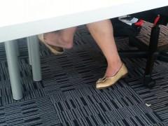 candid-asian-shoeplay-dangling-fee-velva