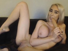 This Well Stacked Camgirl Loves Masturbating And Showing Off