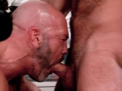 Mature Muscly Bear Jizzed