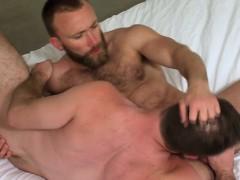 Muscly Bear Cum Sprays