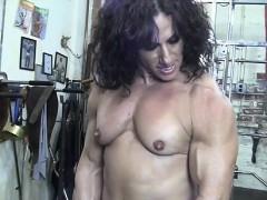 annie-rivieccio-nude-female-bodybuilder-in-the-gym
