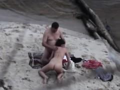 voyeur-videos-this-parents-about-the-beach
